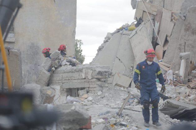 """""""SHBA QENDRON KRAH SHQIPËRISË""""/ Ambasada Amerikane: Do ndihmojnë në vlerësimin e dëmeve"""