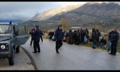 NJË MIJË EURO DREJT MALIT TË ZI/ Kapet në Elbasan i moshuari që kishte mbushur makinën me sirianë