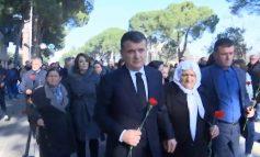 SOT 9 VITE NGA 21 JANARI/ Familjarët e 4 viktimave homazhe në bulevard, shpresojnë te drejtësia e re