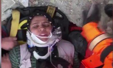 TËRMETI I FUQISHËM NË TURQI/ Nxirret nga rrënojat nëna: Mi ruani fëmijët! Janë poshtë... (VIDEO)