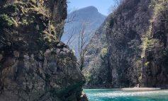UJI I KRISTALTË I LUMIT TË SHALËS/ Bukuria shqiptare që mahnit turstët