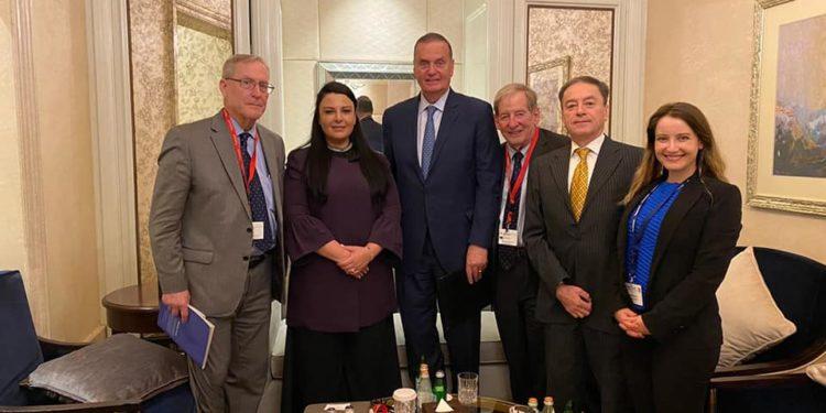 FUSHA ENERGJITIKE MES VENDEVE/ Ministra Balluku takim me Gjeneralin James Jones, ish-Komandant Suprem i Forcave të NATO-s