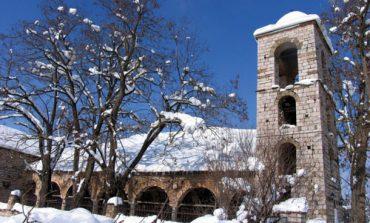 DIMRI NË VOSKOPOJË/ Kur fshati turistik mbulohet nga rreshjet e dëborës