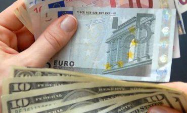 KËMBIMI VALUTOR/ Zhvlerësohet euro, forcohet dollari në raport me lekun