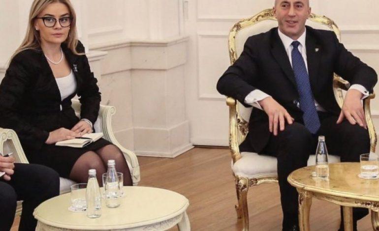 IRONIZON ALBIN KURTIN/ Këshilltarja e Haradinaj: Po zvarrit procesin dhe po luan spektakle fëmijënore