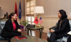 XHAÇKA TAKON YURI KIM/ Fat për ne që SHBA-të përfaqësohen në Shqipëri me një zonjë si Ambasadorja