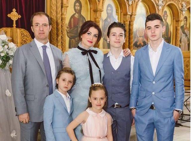 """""""MUNGESA E BABAIT""""/ Flasin fëmijët për herë të parë pas ndarjes nga jeta të ish-ministrit Dritan Prifti"""