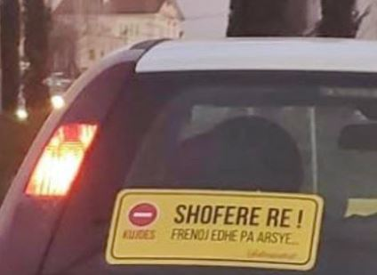 """NDODH NË TIRANË/ """"Hallet"""" e një shofereje të re! (FOTO)"""