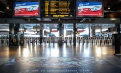 KORONAVIRUSI/ Metrotë dhe trenat bosh në Milano, as në gusht nuk kanë qenë kaq të zbrazëta (FOTO)