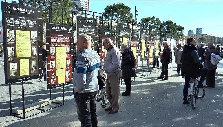 """""""DITËT E KUJTESËS""""/ Ekspozita """"Totalitarizmi në Europë"""" në Tiranë, të rinjtë indiferent"""