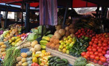 PRODHIMET BUJQËSORE/ Bien çmimet e perimeve, rriten të frutave (FOTO)