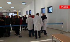 KORONAVIRUSI/ Masa të shtuara në dogana, mjekë 24 orë. Italianët në portin e Vlorës: Nuk kemi frikë, por...