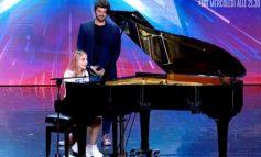 """NË FILLIM QESHËN ME ZËRIN E SAJ/ Pastaj shpërthyen në duartrokitje. Shqiptarja befason jurinë e """"Italia's Got Talent"""""""