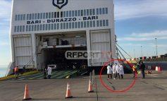 KORONAVIRUSI PREK ITALINË/ Si u kontrolluan pasagjerët nga Bari sot në portin e Durrësit. Asnjë rast i dyshimtë (VIDEO)