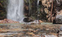 NJË NGA PERLAT E ALPEVE SHQIPTARE/ Ujëvara e Thethit një destinacion shplodhës që ofron edhe argëtim
