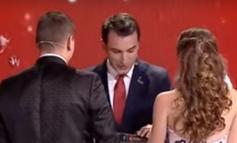 """""""NUK MUNDESHIN TË...""""/ Veliaj zgjidh problemin e çiftit dhe i celebron live në emision (VIDEO)"""