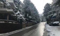 NDRYSHIMI I TEMPERATURAVE/ Nisin reshjet e dëborës në Llogara (FOTO)