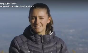 """VAJZA NGA PEJA/ Më e reja në botë që """"pushtoi"""" malin e Everestit (VIDEO)"""