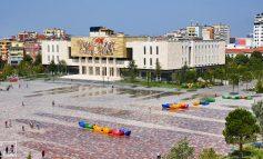 KOMENTET/ Turisti grek magjepset pas Sheshit Skëndërbej: Dekori fantastik! Vizitojeni patjetër... (FOTO)