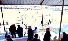 E TRISHTË/ Momentet e fundit të jetës, kur kryebashkiaku i Rrogozhinës largohet nga stadiumi për të shkuar në kafe