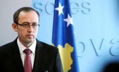 """""""MOS E HIQ TAKSËN""""/ Sulmohet me vezë zv-kryeministri i Kosovës Avdullah Hoti (VIDEO)"""