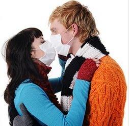 PËRHAPJA E KORONAVIRUSIT/ Shkëncëtarët britanikë këshillojnë ndalimin e puthjeve dhe përqafimeve për Shën Valentin