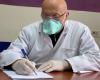 U RIKTHYE NË PROFESION PËR TË NDIHMUAR/ Mjeku i njohur pozitiv me KORONAVIRUS