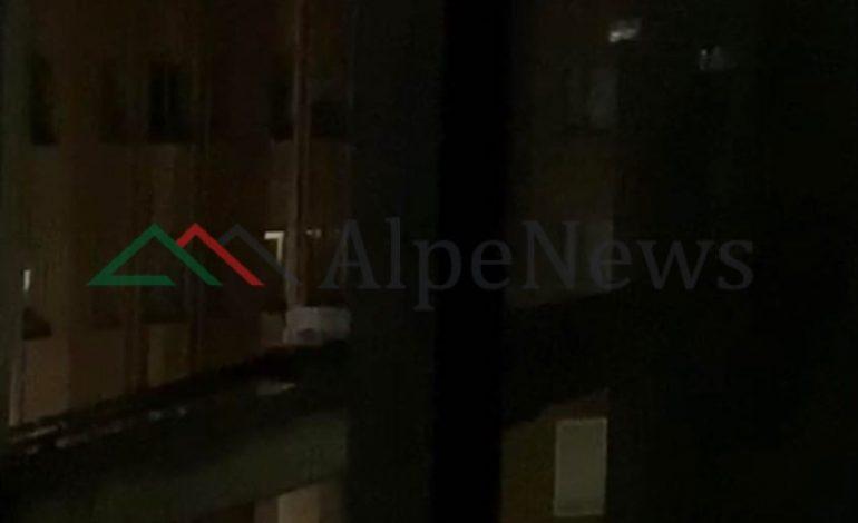 """DUARTROKITJET PËR BLUZAT E BARDHA/ Edhe Londra """"kopjon"""" Napolin e Tiranën (VIDEO)"""