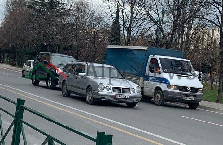PAMJET NGA TIRANA/ Qytetarët nuk dalin më në këmbë gjatë orarit të lejuar. Preferojnë… makinat