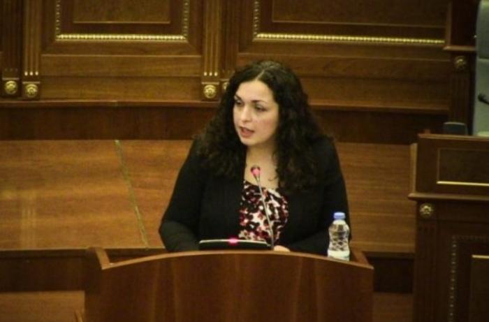 BIE QEVERIA KURTI/ Vjosa Osmani para votimit: Nuk votoj asnjë mocion në kohë PANDEMIE