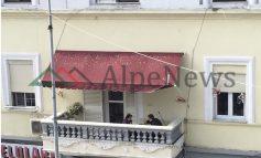 FOTOLAJM/ Të karantinuar, por ja si e kalojnë kohën nënë e bir në Durrës