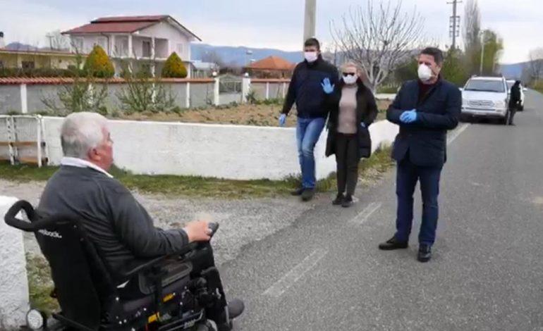 SHQIPËRIA NË IZOLIM/ Bashkia e Lezhës çdo ditë pranë familjeve në nevojë dhe pensionistëve. Shpërndan…