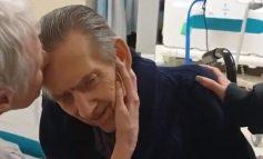 PËRLOTËSE! Momenti kur një çift të moshuarish të sëmurë takohen me njeri-tjetrin pas disa muajsh (VIDEO)