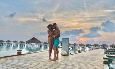"""KY ËSHTË """"HALL""""! Ky çift i gjorë ka ngecur në... Maldive (FOTOT)"""