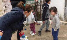 """KORONAVIRUSI NË SHQIPËRI/ """"Derë më derë në çdo shëpi"""", shpërndahen USHQIME për familjet në nevojë (FOTOT)"""