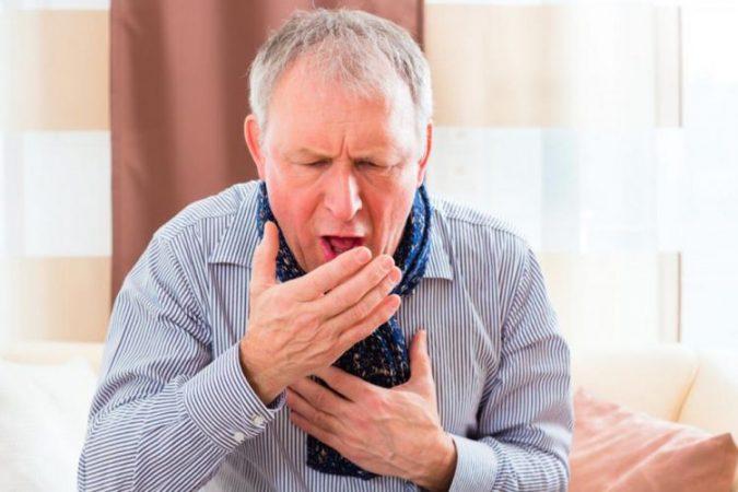 KORONAVIRUSI/ Kështu mund të kujdeseni për veten nëse keni simptoma të lehta të COVID-19