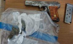 ARRESTOHET NJË 28-VJEÇAR NË DURRËS/ Shëtiste me armë në brez e kanabis në makinë