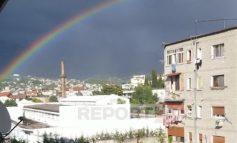 SPEKTAKOLARE/ Pas shiut, ylberi shndrit mbi Tiranë (VIDEO)