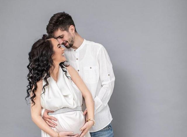 LAJMI I ËMBËL/ Producenti shqiptar do të bëhet baba për herë të parë (FOTO)