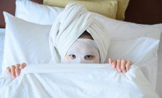 4 KËSHILLA/ Pse s'duhet të flesh pa bërë një maskë të mirë fytyre