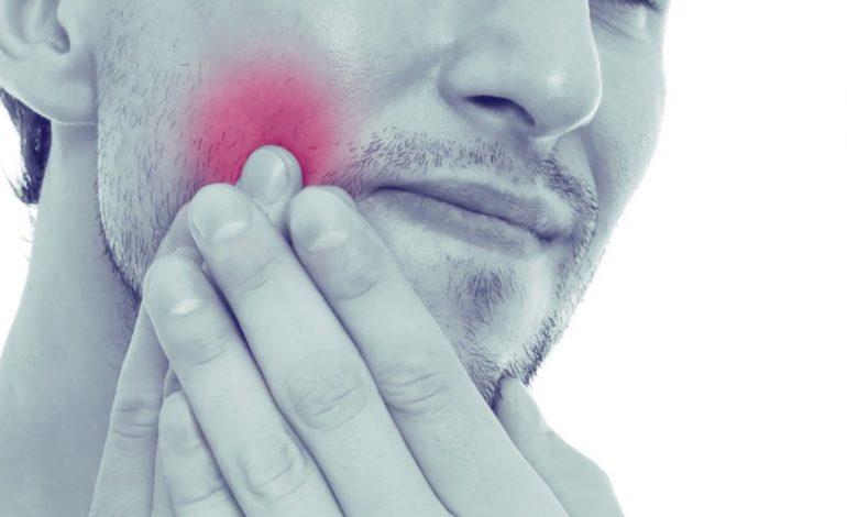 KORONAVIRUSI/ Tre metoda të shkëlqyera shtëpiake që heqin dhimbjen e dhëmbit gjatë bllokimit nga COVID-19
