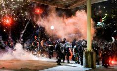 MOLOTOV, GAZ LOTSJELLËS DHE PLUMBA GOME/ Vazhdojnë demostratat për vrasjen e George Floyd (FOTO)