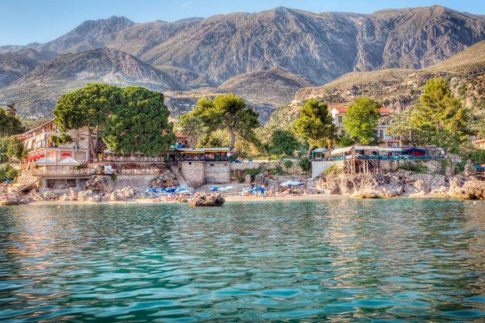 ARTIKULLI/ Faqja e njohur amerikane: Bukuria e pakrahasueshme e Rivierës Shqiptare