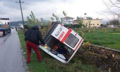 AKSIDENT NË AKSIN LUSHNJE-FIER/ Po dërgonte një të sëmurë në Tiranë, autoambulanca del nga rruga, vdes pacienti