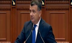 """""""ËSHTË KLIENTI MË I MADH I OLIGARKËVE""""/ Balla sulmon Bashën nga Parlamenti: Tani që është pa punë, bën xhiro kafeve"""