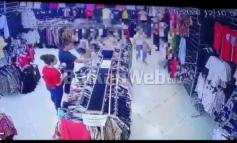NDODH NË MES TË DITËS/ Shikoni si vidhen rrobat në butikun në Vlorë, dy vajza hapin çantën dhe… (VIDEO)
