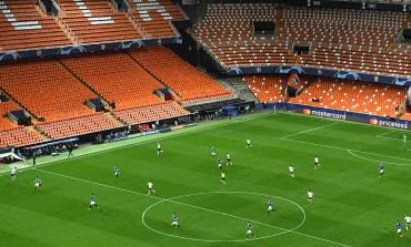 KORONAVIRUSI/ Holanda rihap stadiumet, por tifozëve u ndalohet të këndojnë!
