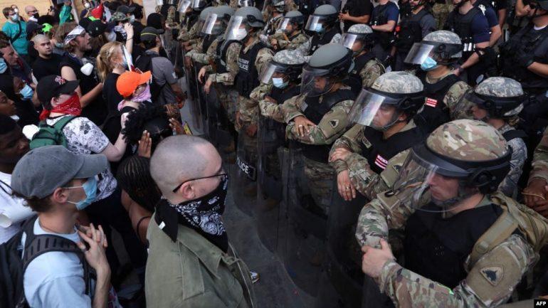 VIJOJNË PROTESTAT PËR VRASJEN E FLOYD/ SHBA sot përgatitet për demonstratë të madhe, kërkohet Reformë në Polici