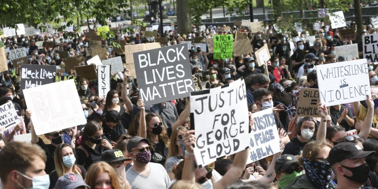 SHBA/ Tjetër afro-amerikanë i vrarë nga policia, ndizen më shumë protestat kundër racizmit në SHBA
