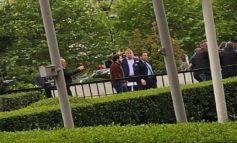 FOTOLAJM/ Incident gjatë konferencës së presidentit Thaçi, qytetarët përleshen me truprojat e tij